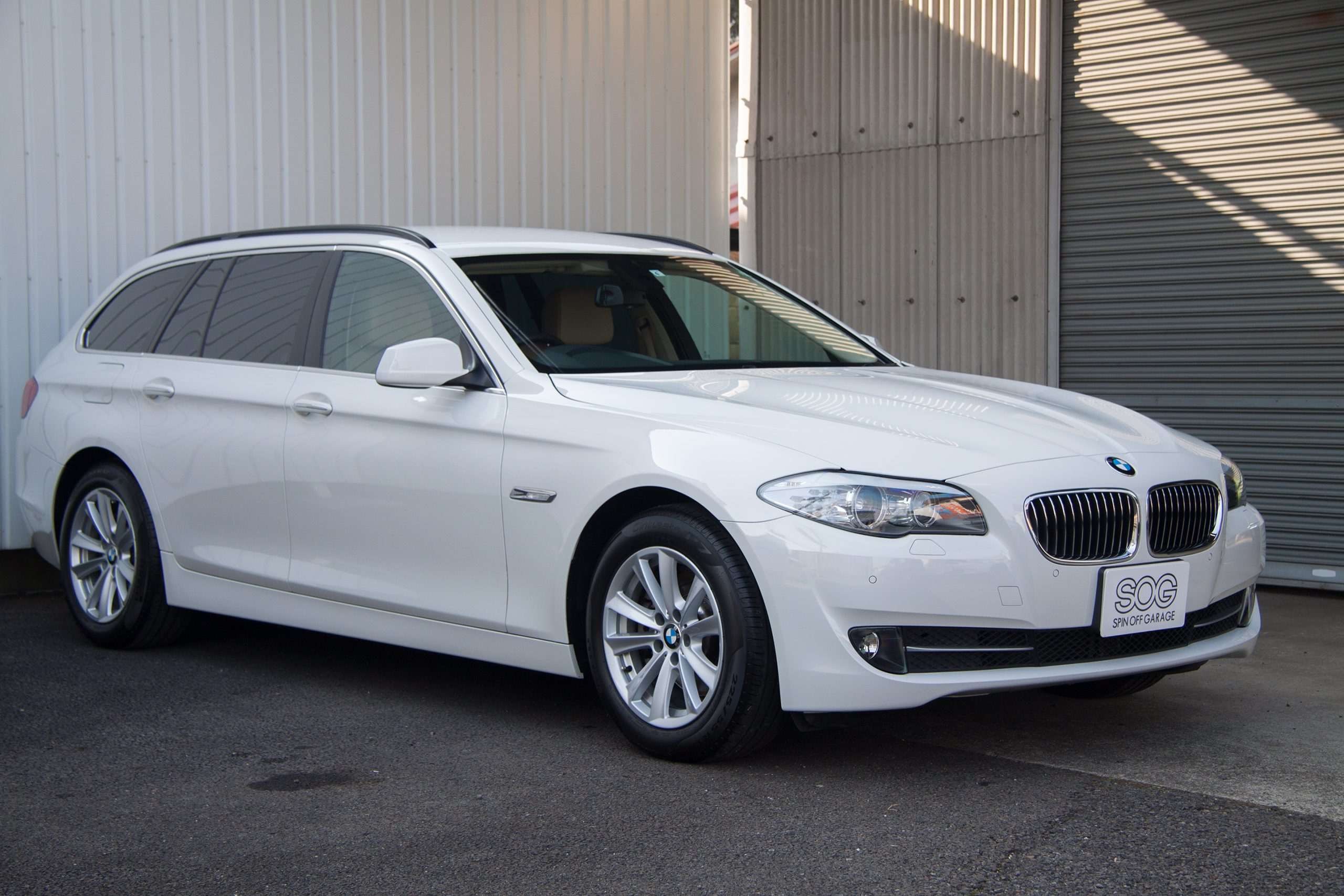 BMW 523i Touring High Line Packageが入庫しました!
